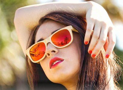 comment porter des lunettes de soleil en bois