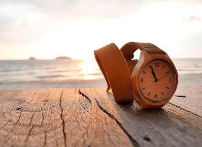 montre en bois soleil